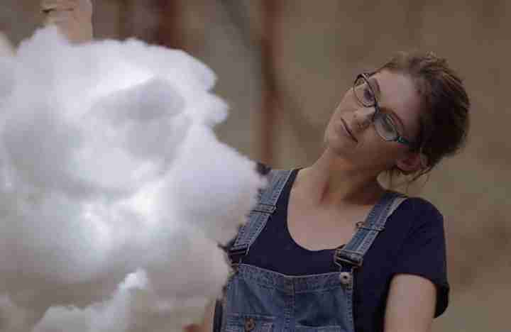 Krafthaus Films_fluffy cloud girl